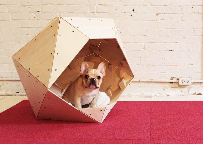 Модерновый домик из дерева для собаки