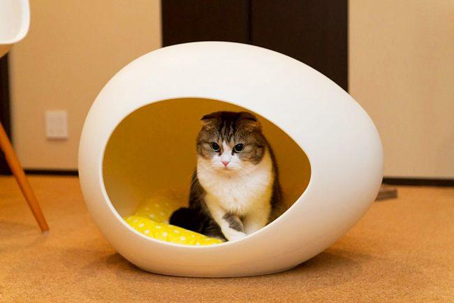 Округлые формы домика взывают кошку к внутреннему инстинкту поиска защищенного места для отдыха и расслабления