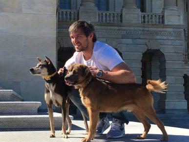 Александр Овечкин с собаками