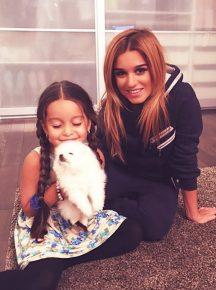 Ксения с дочерью и собакой