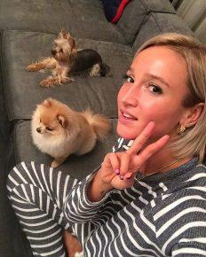 Ольга рядом с собаками