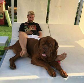 Месси со своей собакой