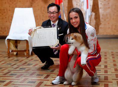 Алина Загитова с премьер-министром Японии
