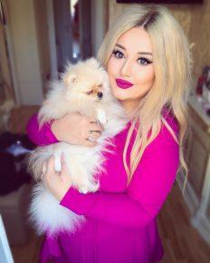 Собака Гоар Аветисян у неё на руках