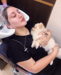 Гоар Аветисян и собака в салоне красоты