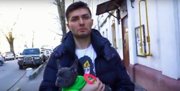 Друг Иды с собакой