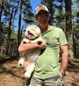 Сюткин с собакой на прогулке