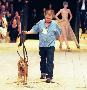 Александр МакКуин и его собака