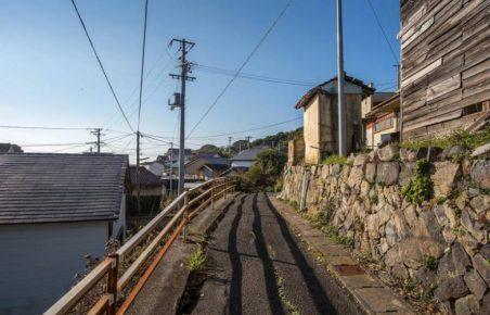 улочка поселка на острове Таширодзима