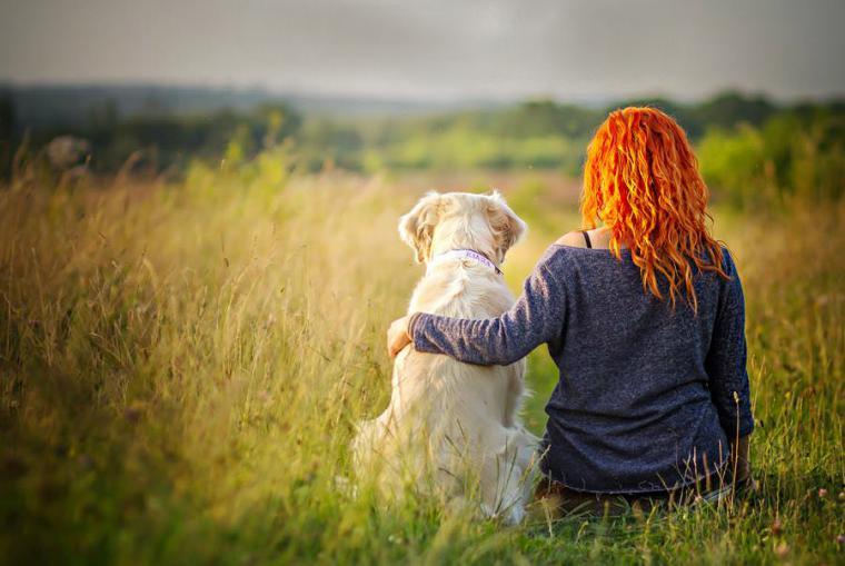 Девушка и собака. Фотограф Алисия Змысловска