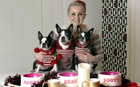 Кэтти Харрис со своими собаками отмечает Новый год