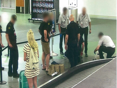 Австралиец попался в аэропорту с двумя белками в сумке