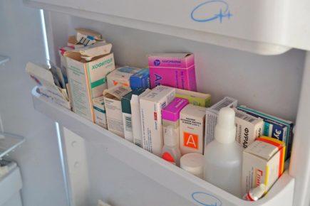 Лекарства в двери холодильника