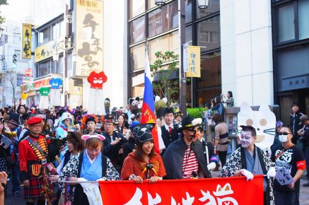 Шествие на фестивале Бакенеко