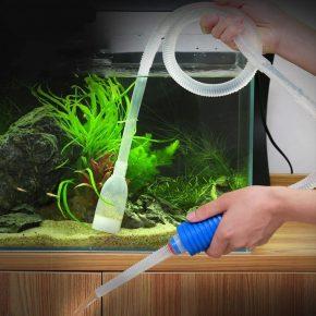 Чистка аквариума сифоном