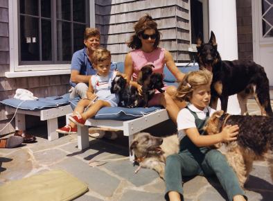 Семья Кеннеди с домашними любимцами