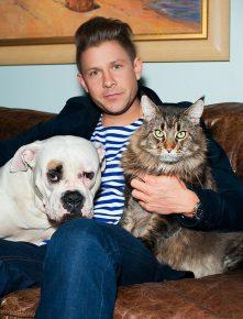 Митя Фомин с собакой и котом