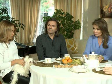 Дмитрий Маликов и его семья за столом