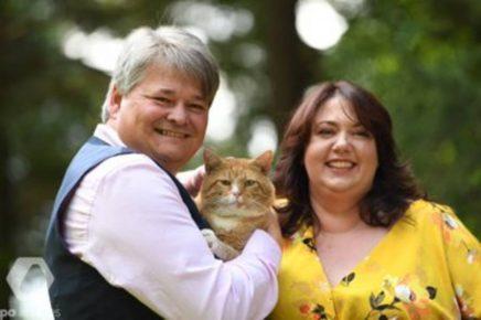 Супруги Хэнкок с котом