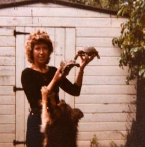 Шейла с собакой и черепахами