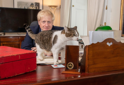 Борис Джонсон с котом Ларри
