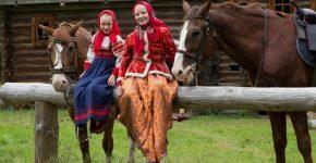 Девочки и лошади