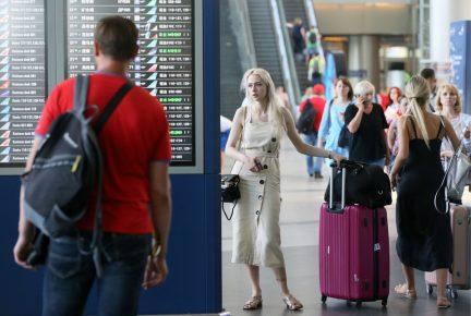 Коллаж: в аэропорту Внуково