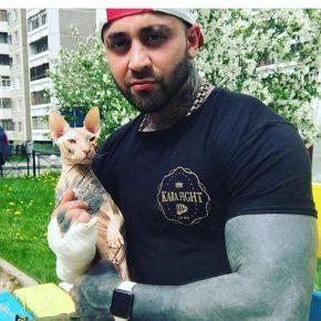 Кот и боксёр Рустам Шафиев